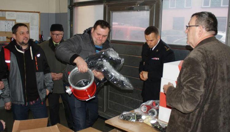 Strażacy z OSP podzielili się opłatkiem i dostali prezenty