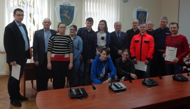 Funkcjonariusz oleckiej komendy w komisji powiatowych eliminacji do XXII Wojewódzkiej Olimpiady Wiedzy o Obronie Cywilnej